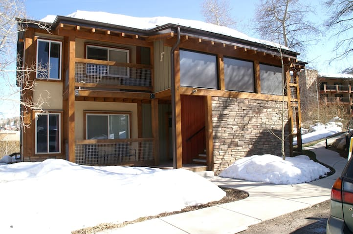 Perfect Snowmass Retreat!! Steps to Base Village.