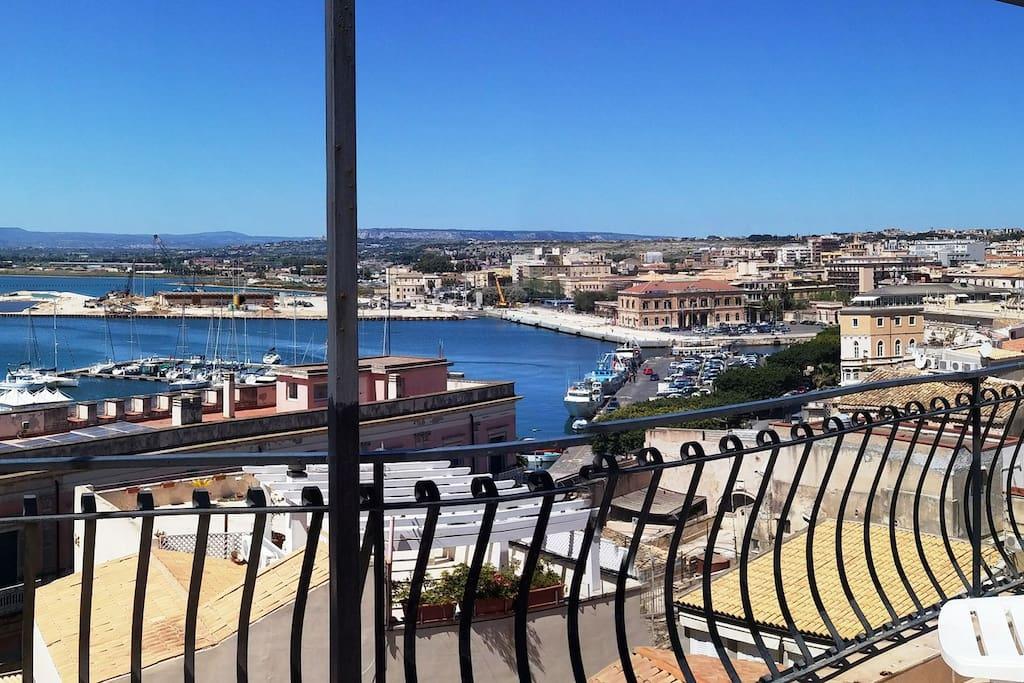 Panoramica terrazza attrezzata