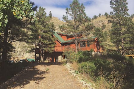 Cozy Canyon River Retreat - Bellvue