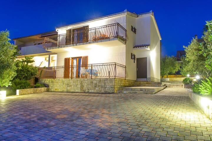Apartment Marinko (45701-A1)