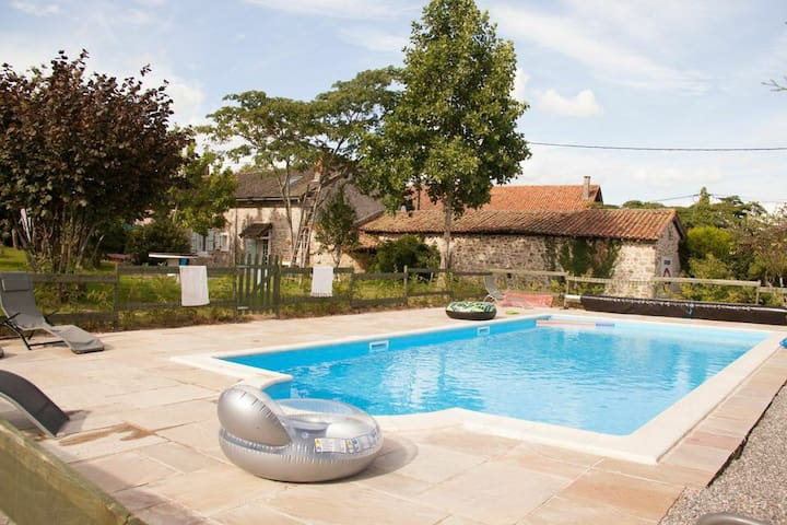 Beautiful Farmhouse, with Pool - Maisonnais - Huis