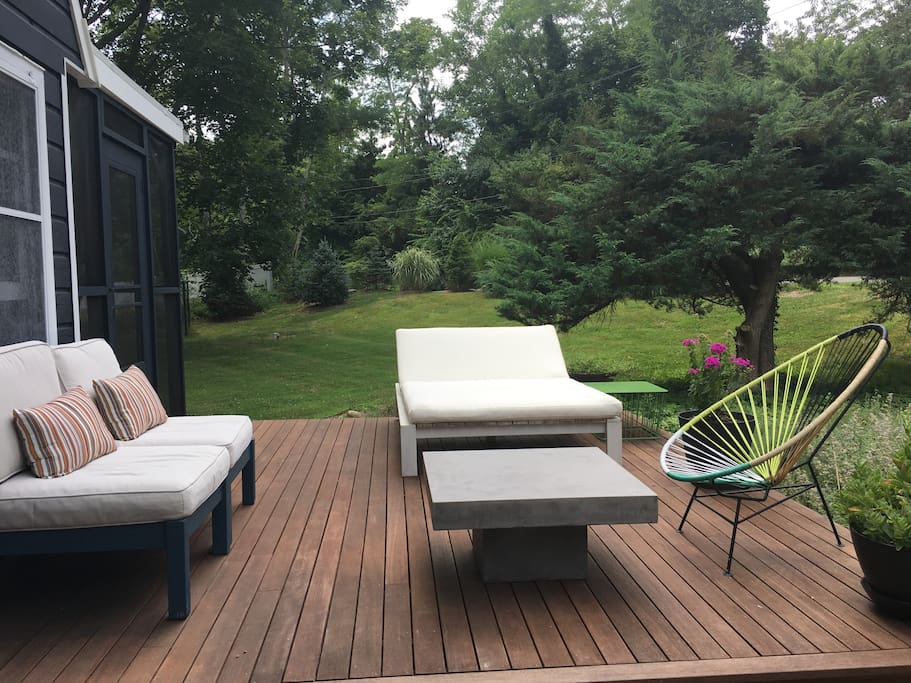 Front deck with plenty of space for lounging.