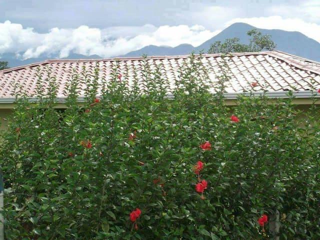 Nueva y Cómoda Casa de Campo - A 4 kilometros del cruce de Rio Frio - Talo