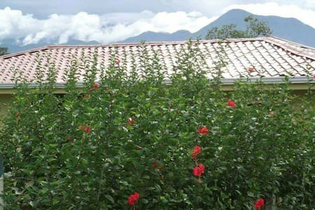 Nueva y Cómoda Casa de Campo - A 4 kilometros del cruce de Rio Frio - Dům