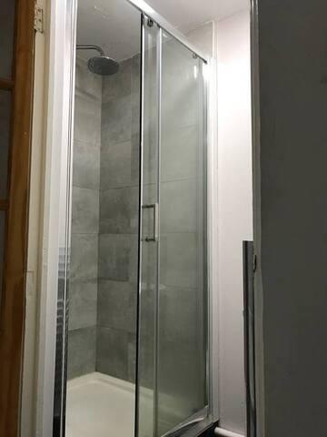 Bathroom no. 2 (waterfall shower head, great water pressure)