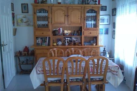 Casa en pueblo a 7 min de Segovia - Madrona