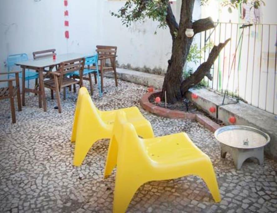 terrasse plein pied sans vis vis appartements louer lisbonne lisbonne portugal. Black Bedroom Furniture Sets. Home Design Ideas