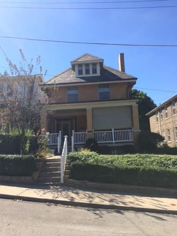 Historic Home Minutes to Downtown