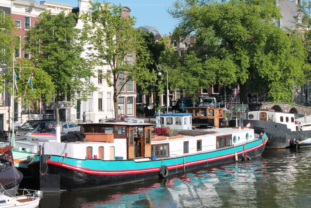 Holiday on houseboat amstel boats for rent in amsterdam for Airbnb amsterdam houseboat