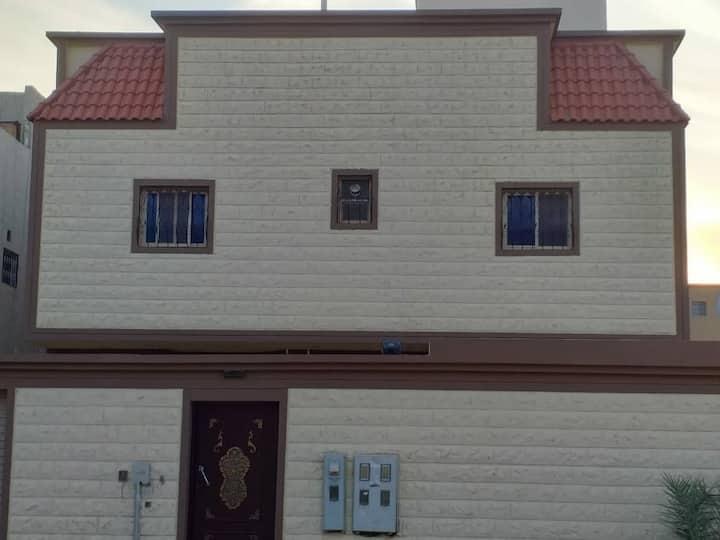 شقة بحي ظهرة لبن في الرياض بالقرب من نادي الرياض