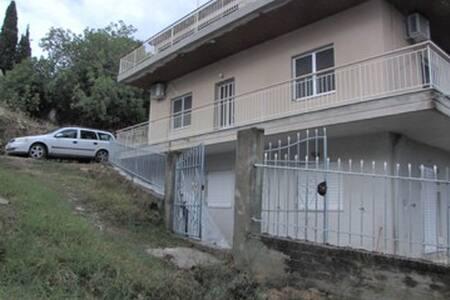 Cosy house 10-15 min away from Kymi - Oxílithos
