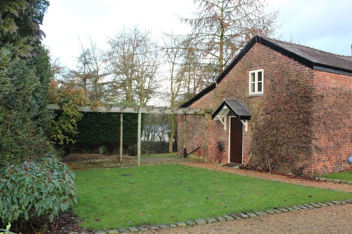 Beautiful Spacious Countryside Barn - Cheshire East - Rumah