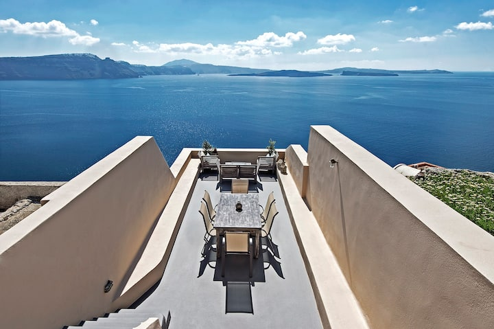 A (3) House Complex in Oia for 10!