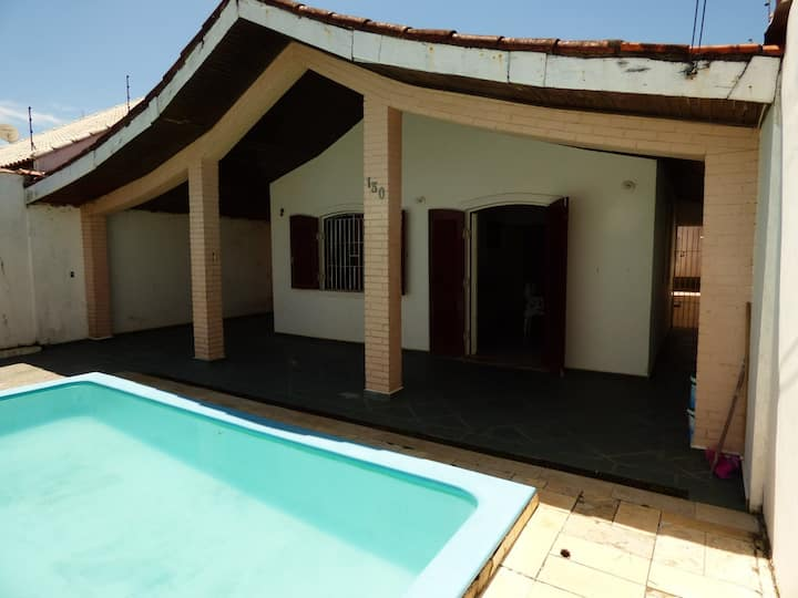 Casa a 100m da praia com piscina - São José