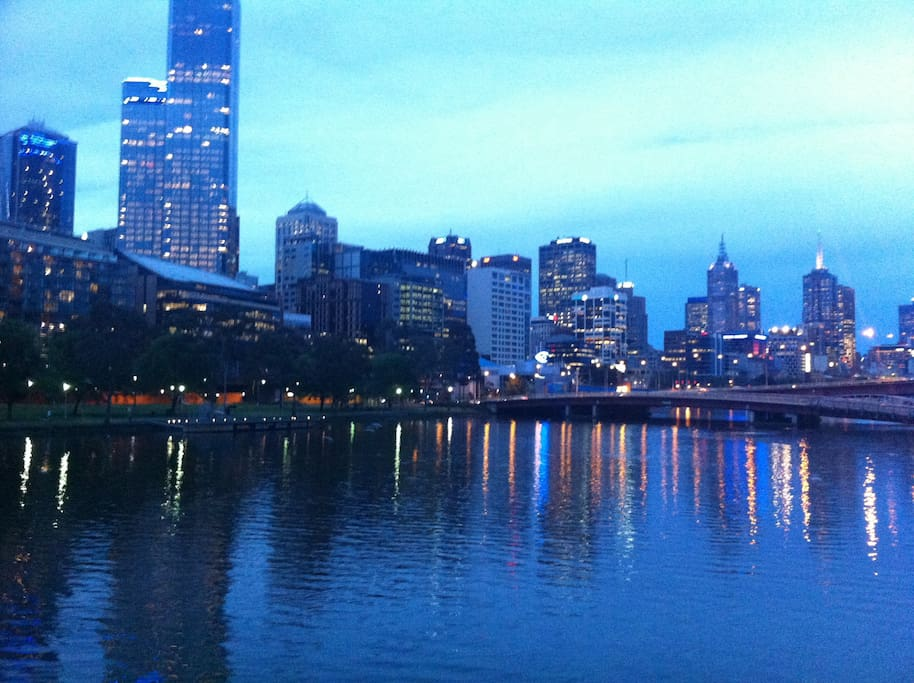 Melbourne city, what a sweet heart! A 5 minute walk through historic streets