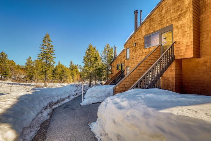 Slope-side condo w/ pellet stove and private gas grill; shared pool and hot tub