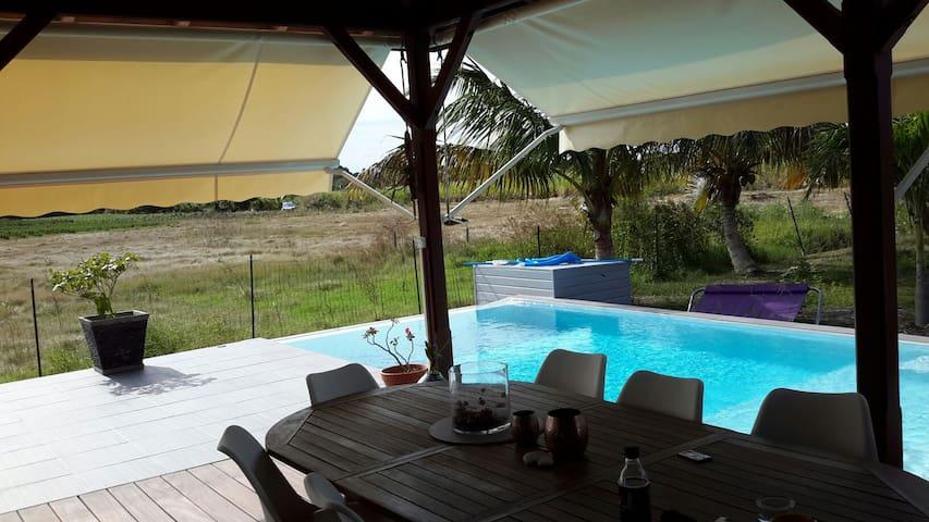 Belle villa avec piscine - Saint-Francois - Huis