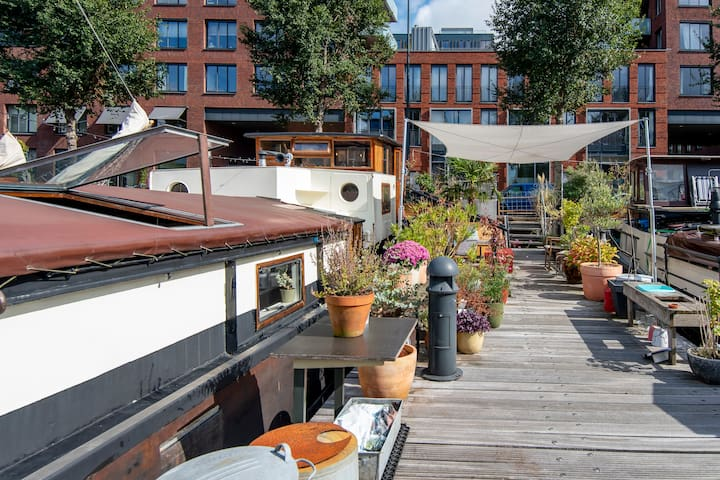 Charming B&B Houseboat on Quiet Canal in Centre