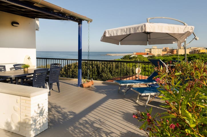Penthouse over the sea - San Vincenzo - Departamento