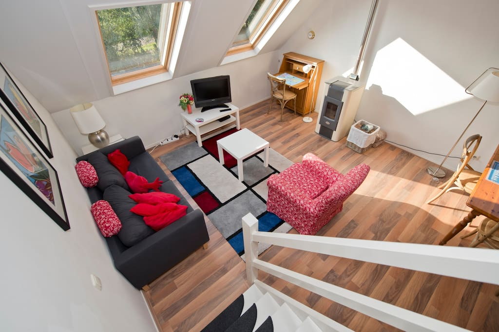The overview of the spaceious living room, with the stairs to the 3th floor.