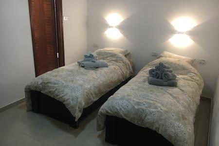 Master Bedroom Steps From Western Wall - Jerusalem