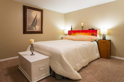 Queen Bed 'comfy' with 100% cotton Pottery Barn Sheets and Pillows