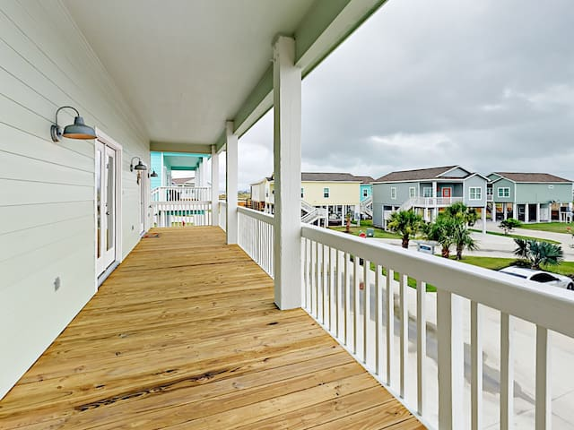 The balcony offers lovely views of the beautiful Rockport neighborhood.