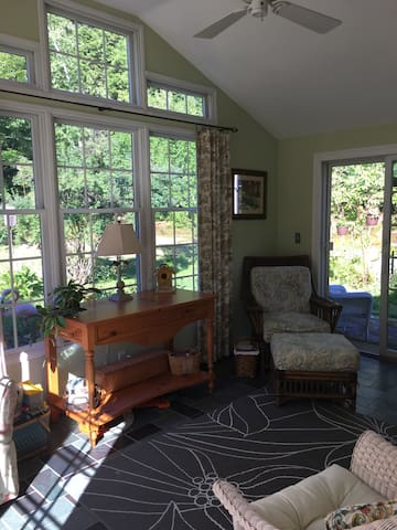 Cozy English Cottage