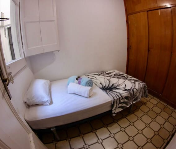 Cozy single Room Barcelona Center