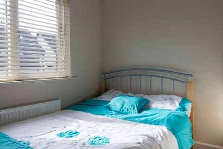 Double Bed Room in Lucan, Adamstown - Lucan - House