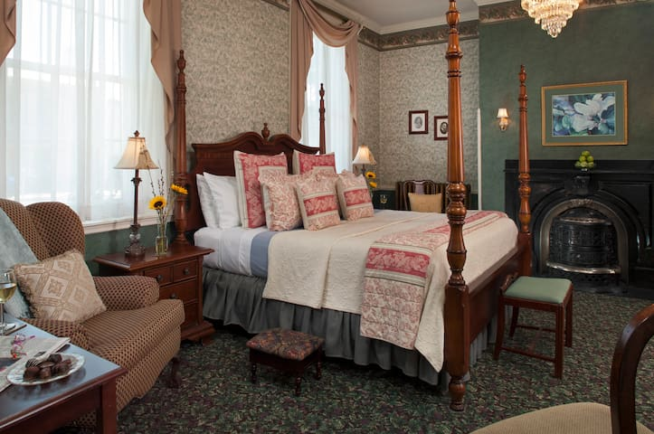 Carlisle House Bed and Breakfast - Ewing Room