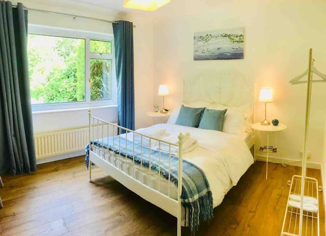 Lea Cottage, new room with en-suite in Wimborne