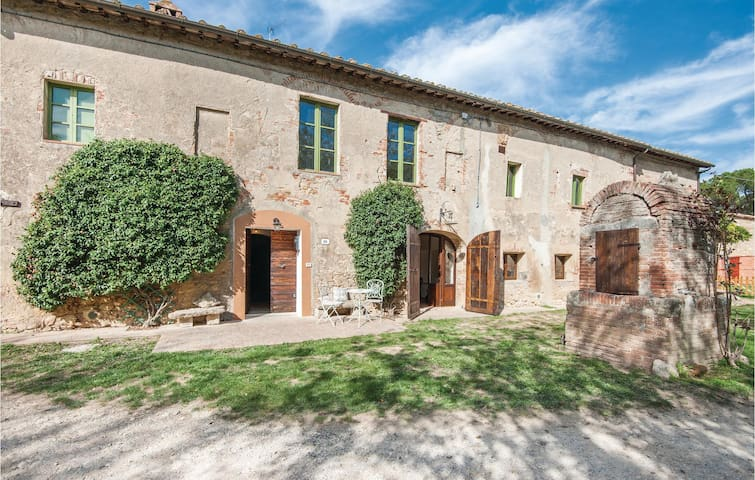 Holiday apartment with 3 bedrooms on 240m² in Monteriggioni -SI-