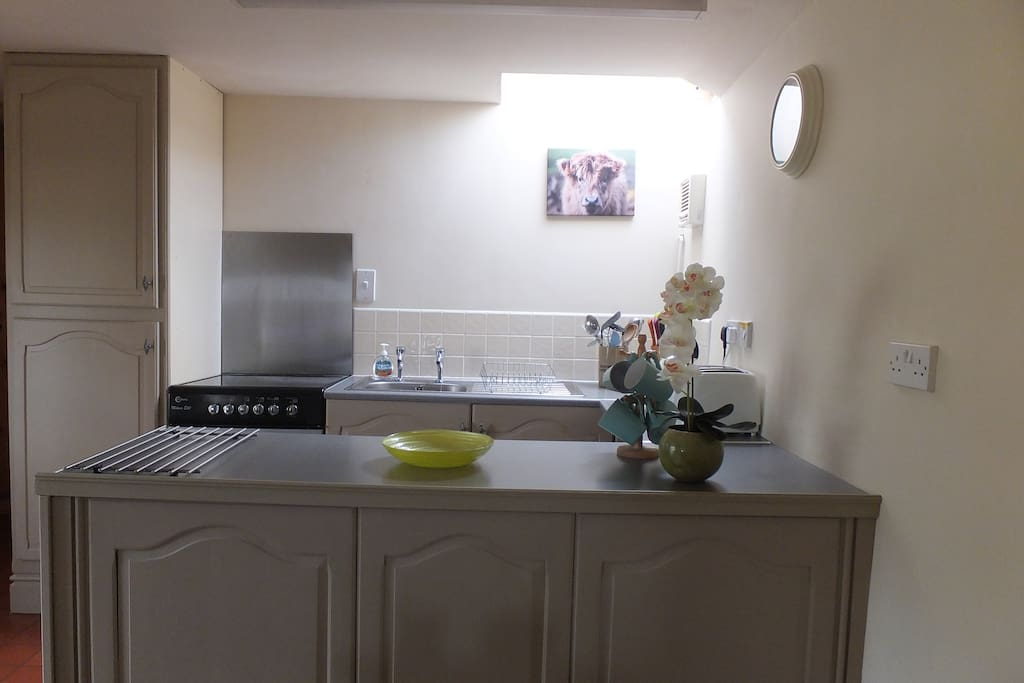 The well equipped kitchen area.