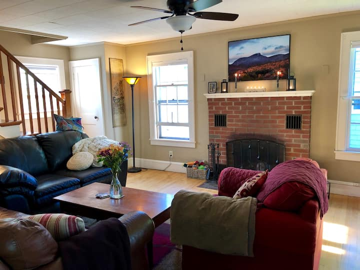 Adorable Private 3BR Home in Burlingtons South End
