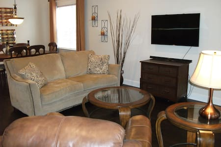 Immaculate One Story 2 Bed/2 Bath, Ideal Location - Conroe - Reihenhaus