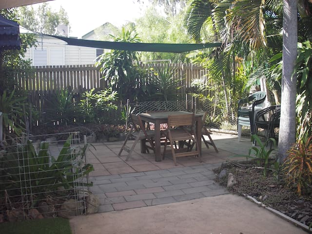 Southside Cottage, 3 brm, close to city and water - South Townsville - Hus