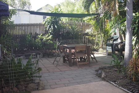 Southside Cottage, 3 brm, close to city and water - South Townsville