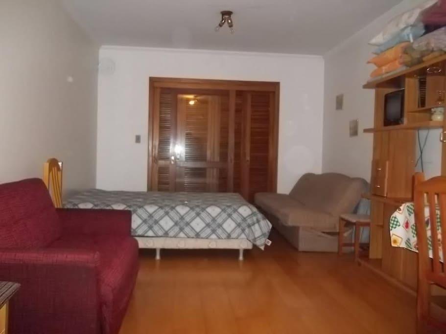 Cama box Casal, sofá-cama para mais 2 lugares