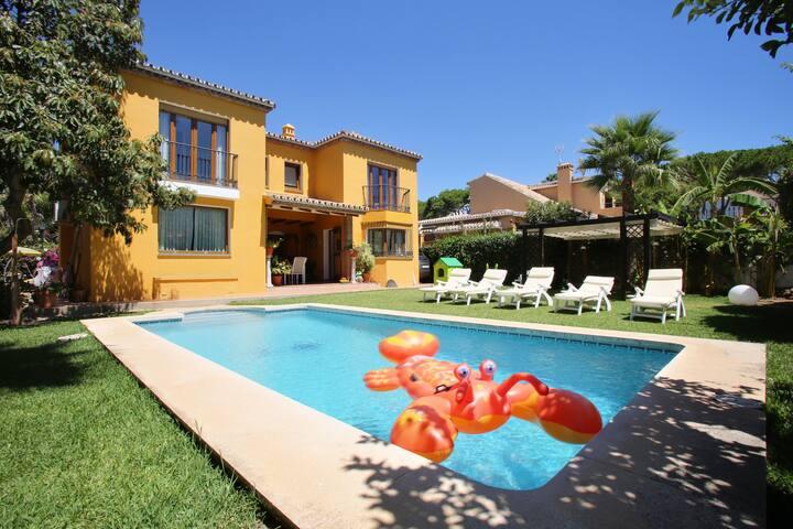 Great 5 bedroom villa. Up to 17 golf courses area - เอสเตโปนา - วิลล่า