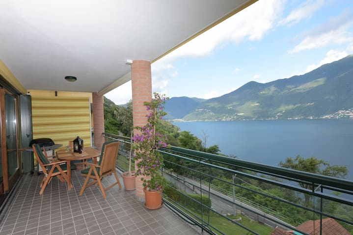 Modern apartment overlooking the lake Maggiore