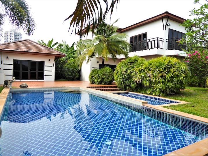 Idyllic Pool Villa close to the Beach, 4 bedrooms