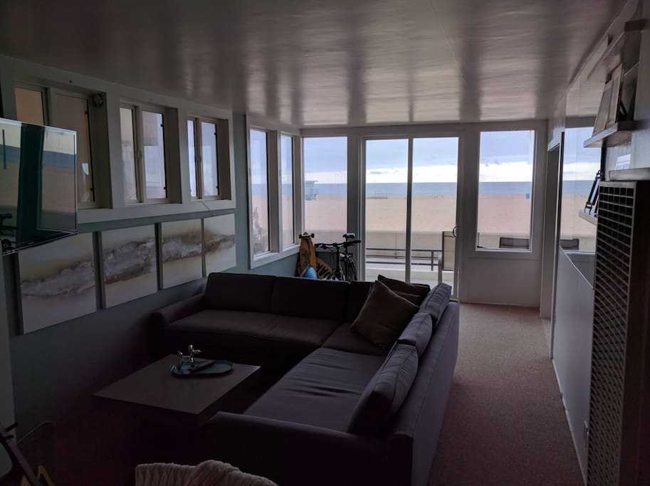 Living room looking out over the ocean