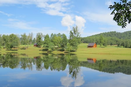 Southern Comfort Lakeside Cabin Resort - Nellysford - Talo