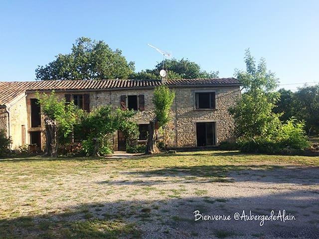 Chez Alain Grande Bâtisse Tarnaise (16 a 27 pers)
