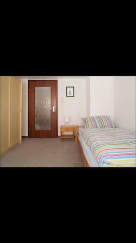 Zimmer in schöner ruhiger Lage - Emmerthal - Dom