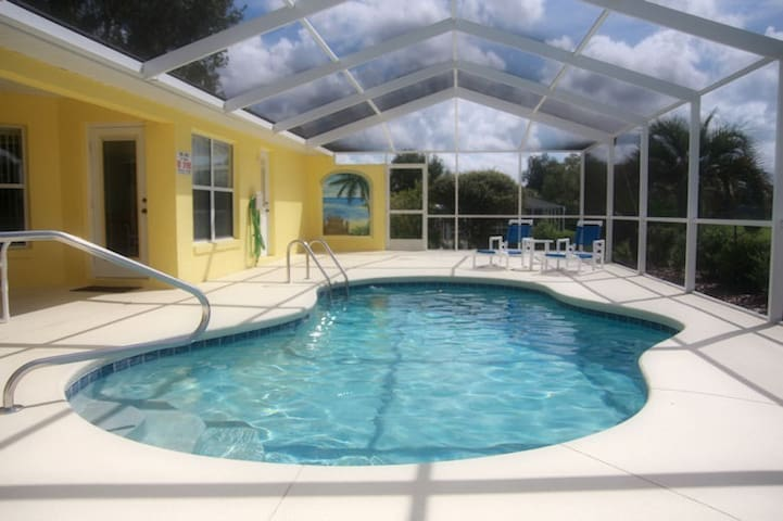 Luxury 3-bedroom villa with pool - Hernando - Villa