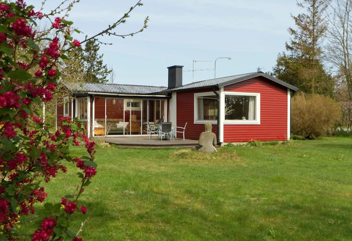Tranquil beachside  wooden cottage  - Trelleborg
