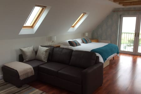 Studio Apartment - Sleeps 3+ - Slains, Ellon - Loft
