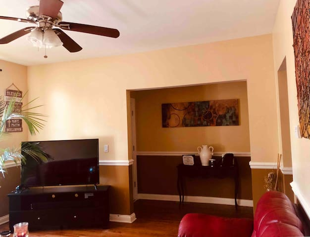 Beautiful Condo 15 minutes from Loop